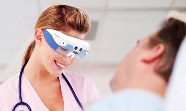 عینکی مخصوص پرستاران برای دیدن رگهای بیمار از روی پوست