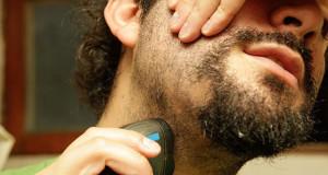 مقابله با عوارض اصلاح صورت و گردن (برگشتن مو در پوست)