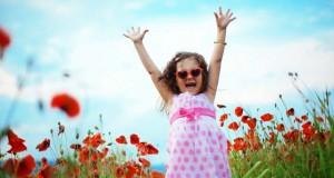 بنای شادمانی را از کودکی بسازیم..