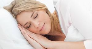 به این دلیل مهم روی سمت چپ بدن تان نخوابید!