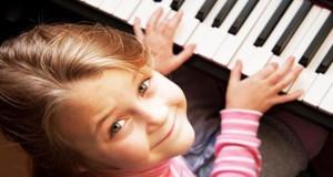 سن مناسب نواختن پیانو برای کودکان