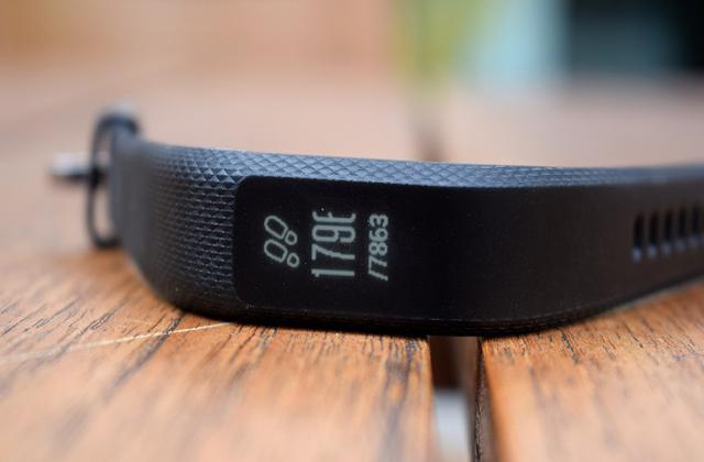 معرفی دستبند هوشمند Garmin Vivosmart 3 با صفحه نمایش مخفی