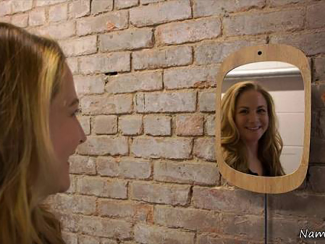آینه ای که تنها چهره خندان شما را نمایان می سازد