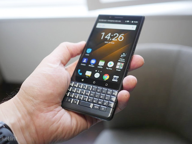 phones-review-hands-on-blackberry-key2-le-image1-aoyihpb3o6-