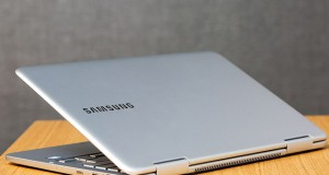 لپ تاپ با نمایشگر خمیده سامسونگ