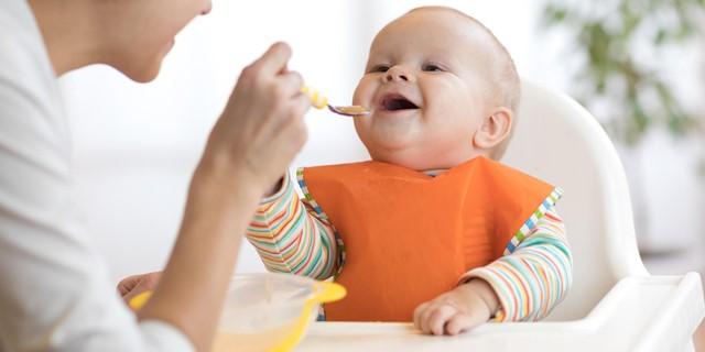 آیا خرید صندلی غذا برای کودک ضروری است؟